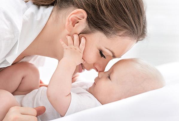 Zdjęcie przedstawiające mamę z dzieckiem