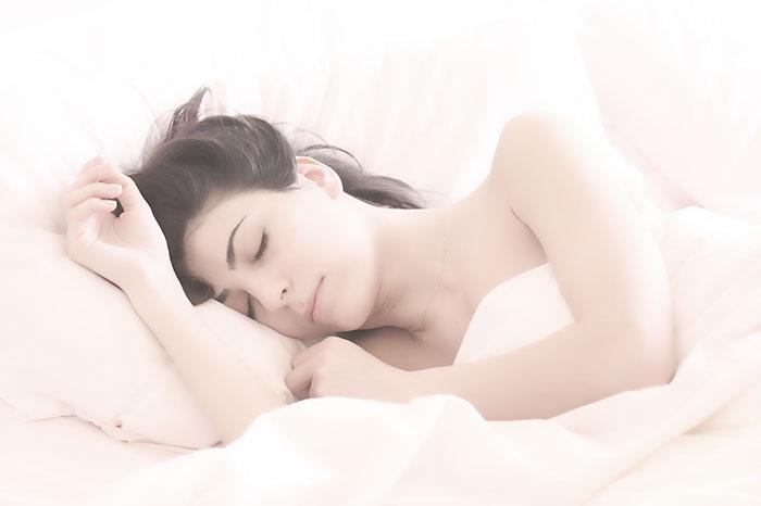 Zdjęcie śpiącej kobiety