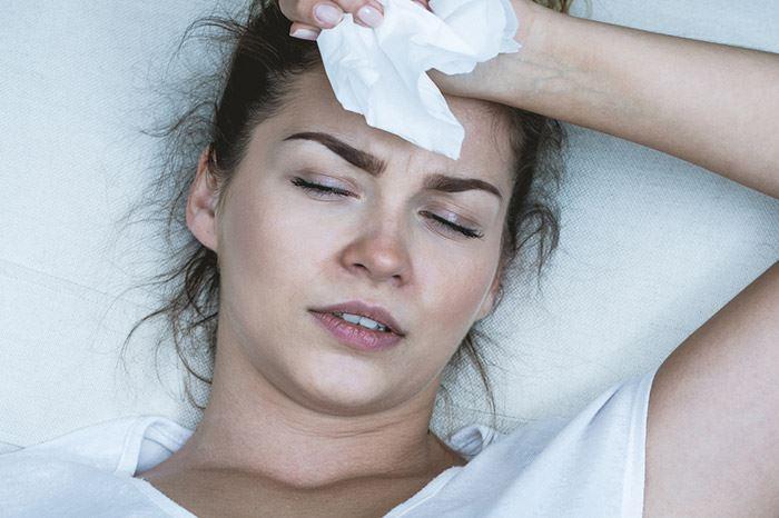 Zdjęcie kobiety z objawami alergii