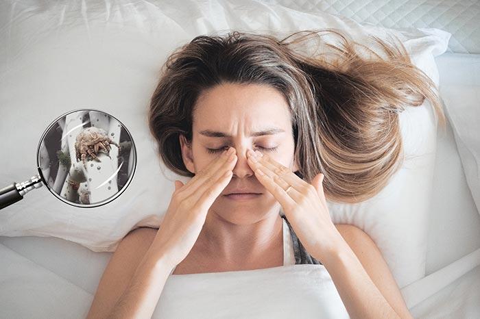 Zdjęcie kobiety w łóżku